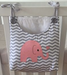 Diaper holder to assemble your baby& room. We do in the color . Quilt Baby, Baby Sewing Projects, Sewing For Kids, Couture Bb, Diaper Holder, Baby Bedroom, Baby Kind, Baby Crafts, Baby Decor