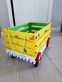 Diy Furniture Plans, Recycled Furniture, Kids Furniture, Wood Toy Chest, Father's Day Activities, Wooden Toy Boxes, Popsicle Crafts, Toy Bins, Wood Crates