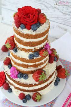 Rezept für meinen ersten Naked Cake mit Vanille und Mascarponecreme: http://ullatrullabacktundbastelt.blogspot.de/