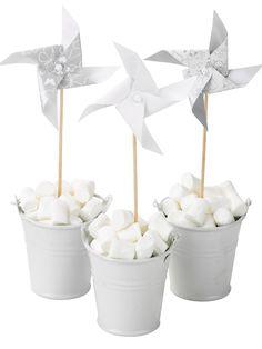 Silver and white centerpieces ieee centre de table guimauve, pots de fleur et petit tourniquet