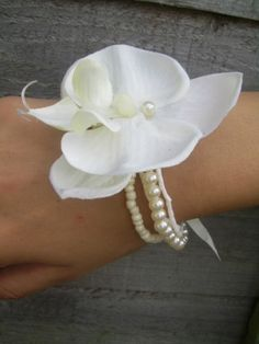 Wrist corsage instead of a bouquet ... For a Bouquet Guide & Wedding ideas for brides, grooms, parents & planners ... https://itunes.apple.com/us/app/the-gold-wedding-planner/id498112599?ls=1=8 ♥  http://pinterest.com/groomsandbrides/boards/ ♥