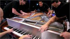 クラシックの演奏会では時々2台のピアノ・4人のプレイヤーで弾く「8手連弾」というものがありますが、こちらはたった1台のピアノからあらゆる手段で音を出して一つの曲を演奏する動画です。普通に鍵盤を弾くだけ...