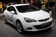 Opel Astra GTC 2012-го модельного года