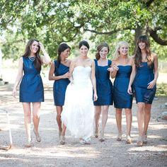 chic short blue bridesmaids dresses for an outdoor wedding