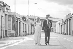 newlyweds in black and white photographed by Hanna Witte
