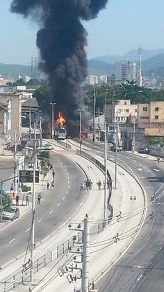 Ultima atualização as 17hs - Situação nesse exato momento em Madureira, RJ. A situação por lá é muito tensa e perigosa e por esse motivo não é recomendado que as pessoas passem por lá. O BRT Rio informa que, devido à falta de condições de segurança à altura da estação Madureira/Manaceia,…