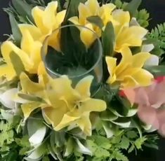 World of Flowers Fake Flowers Decor, Creative Flower Arrangements, Wedding Flower Arrangements, Faux Flowers, Diy Flowers, Flower Decorations, Floral Arrangements, Flower Crafts, Tulip Bouquet