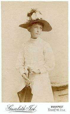 +~+~ Antique Photograph ~+~+ Girl with a fine hat and umbrella
