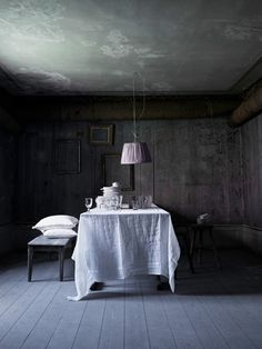 Nordic Grey dining room, white linen table cloth, bench and pink lampshade Dark Walls, Dark Interiors, Interior Decorating, Interior Design, Luxury Bedding Sets, Beautiful Lights, Beautiful Things, Beautiful Images, Decoration Table
