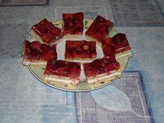 Málnás-epres tejfölös szelet Waffles, Breakfast, Food, Morning Coffee, Essen, Waffle, Meals, Yemek, Eten