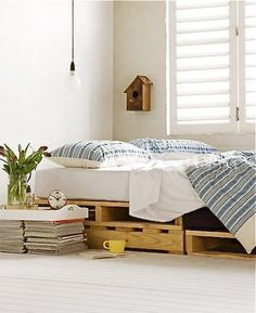 DIY Wooden Pallet Bed @Barb Hacking what do u think?