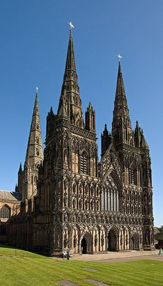 Litchfield Cathedral, Cathedral Church of the Blessed Virgin Mary and St Chad - Litchfield, Staffordshire, U. - The first cathedral was built on the present site in 700 AD. Work began on the present Gothic cathedral in Church Architecture, Beautiful Architecture, Beautiful Buildings, Gothic Cathedral, Cathedral Church, Art Français, Houses Of The Holy, Old Churches, Church Building