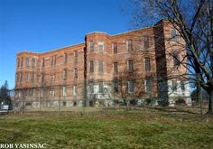 About 70 miles northwest of New York City, Middletown is home to a curious relic of the state hospital system. Description from hudsonvalleyruins.org. I searched for this on bing.com/images