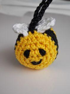 Last-minute-project: Carnaval (Renate's haken en zo) Crochet Embellishments, Crochet Animals, Little Things, Free Pattern, Crochet Earrings, Projects To Try, Crochet Patterns, Wool, Christmas Ornaments