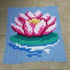 YFP#48. Crochet Lily Pad Pixel Blanket from My World of Crochet; Die ersten Pixel sind fertig!; Crochet Pixel Blanket; Crochet Flower Blanket; Crochet Floral Blanket; Granny Square Pixel Blanket; Most Clicked from Yarn Fanatic Party #47.