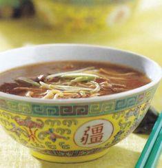 Szecsuáni marhahúsleves tésztával Curry Soup, Wok, Chili, Cooking Recipes, Drinks, Foods, Food Food, Chile, Food Recipes