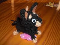 El búho costurero: Perrito dispensador: Ratón de Praga