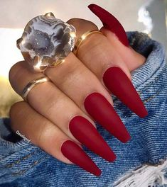 Simple Matte Dark Red Nails Looking for some trendy red acrylic nails? These glam nail designs will have your fingers looking fashionable in no time. Glam Nails, Stiletto Nails, Coffin Nails, My Nails, Dark Red Nails, Red Acrylic Nails, Long Red Nails, Red Matte Nails, Cute Red Nails