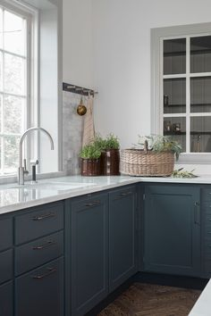 Cool Classic kitchen Ocean Blue from Kvanum in the models Trolle and Banér Kitchen Buffet, Old Kitchen, Kitchen Shelves, Kitchen Pantry, Kitchen Decor, Kitchen Cabinets, Kitchen Interior, Kitchen Design, Modern Outdoor Kitchen