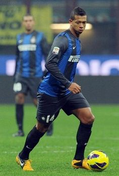 Inter Milan moves into round of 16 in Europa League thanks to Fredy Guarin. Read more!!