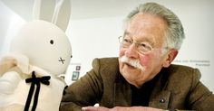 Dick Bruna, uitvinder van het boekje 'nijntje' ,wat later wereldberoemd is geworden, vertelt over zijn leven en hoe hij aan het idee is gekomen over het konijntje en zijn avonturen