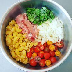 One pot pasta tomates cerises, jambon cru, oignon & basilic One pot pasta cherry tomatoes-raw ham-basil Batch Cooking, Healthy Cooking, Healthy Salad Recipes, Pasta Recipes, Ham Recipes, Pasta Thermomix, Pasta Tomate, One Pan Pasta, Pasta Pot