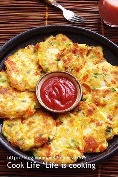 간단하게 만드는 감자두부전 – 레시피   Daum 요리 Korean Side Dishes, Asian Recipes, Healthy Recipes, Korean Food, Light Recipes, Food Design, No Cook Meals, Food Inspiration, Food To Make