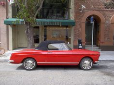 Peugeot 404. Photo: Kenneth Caldwell