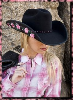 9c6fdfc8096 cowgirl style - LOVE the hat!