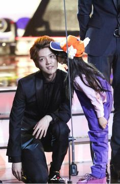 EXO - Luhan, everyone of us wishes to be that lil girl, dammit Luhan Chanyeol Baekhyun, Park Chanyeol, Kim Jong Dae, Kim Minseok, Handsome Prince, Korean Boy Bands, Exo Members, Kris Wu, 2ne1