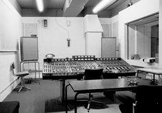 Abbey Road Studios in 1971. Very cool.