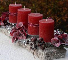 Luxusní vánoční parter do vínova Christmas Advent Wreath, Christmas Candles, Christmas Centerpieces, Xmas Decorations, Winter Christmas, Christmas Time, Christmas Crafts, Pillar Candles, Wood Signs