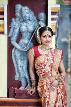traditional south indian bride wearing bridal saree and jewellery South Indian Bridal Jewellery, Indian Bridal Sarees, Indian Bridal Outfits, South Indian Weddings, Indian Bridal Wear, Indian Dresses, Indian Wear, Indian Jewelry, Traditional Indian Wedding