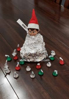 Elf on the shelf easy and creative ideas easy elf on the shelf ideas Are you looking for easy and creative Elf on the Shelf Ideas and scenarious so you can keep the magically christmas Traditions? Christmas Elf, All Things Christmas, Christmas Crafts, Christmas Decorations, Christmas Bedroom, Christmas Carol, Handmade Christmas, Christmas Ideas, Elf Decorations