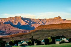 The Mont Aux Sources hotel is the only hotel with a full view of the Drakensberg Amphitheatre. Photo by Melanie van Zyl. The Mont, Kwazulu Natal, Monument Valley, South Africa, Beautiful Places, Places To Visit, Om, Landscapes, Photography