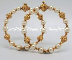 Gold Bangles Design, Gold Earrings Designs, Gold Jewellery Design, Girls Jewelry, Bridal Jewelry, Beaded Jewelry, Gold Jewelry Simple, Light Weight Gold Jewellery, Bracelets