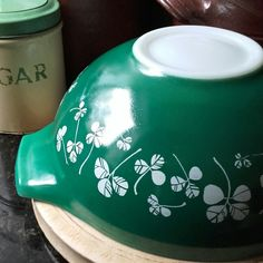 Lovely Pyrex find this week... Rare JAJ Pyrex Clover Leaf/Shamrock large bowl from 1960s salad set, in great condition.