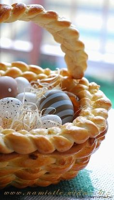 Easter Bread Basket LINK: http://homedecoratingideasphotos.blogspot.com/2013/03/easter-basket-crafts-dough-wicker.html