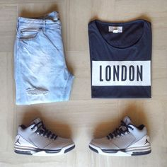 city life #ootd #outfit #outfitgrid #outfitrepost #outfitkillers  1⃣Jeans: ripped denim by #pullbear  2⃣Tee: #hm by #davidbeckham  3⃣Shoes: #jordan flight origin 2