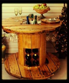 A Wine Table Crafted From A Wooden Cable Reel. Backyard Furniture, Pallet Furniture, Furniture Ideas, Homemade Furniture, Cheap Furniture, Discount Furniture, Furniture Design, Outdoor Furniture, Pallet Projects