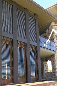 Warema - csinálnak fém pregolát is, nagyon jól néz ki, illetve külső lamellás árnyékolókat, ami belátás, nap és betörés ellen is véd. Sajnos nem ismerem az áraikat, de jól mutatnak a cuccok. waremagyarorszag.hu  Residential - Shadefactor - Australian Agents for Warema Blinds and Control Systems