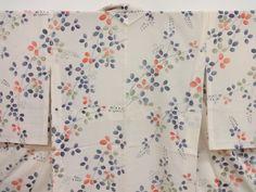 Rounded leaves pattern details on a komono kimono.