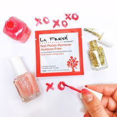 Who's got the post-#SuperBowl50 blues? Maybe a change in color might #brighten your mood. Don't forget your acetone-free nail polish remover wipes! Clean and conditional 10 nails with just one pad! #LaFreshGroup #LaFresh #Nails #Colors #Sparkle #Natural #Vegan #Biodegradable #Compostable #AcetoneFree #Orange #Valentines #ValentinesDay  bit.ly/EcoBeautyNPR