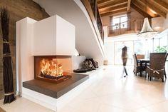 Panoramakamin mit Nautrstein #Panoramakamin #moderner Heizkamin #fireplace #moderner Ofen #Ofenkunst #Wärme #heizen #Holz #schwarz #weiß www.ofenkunst.de