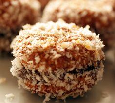 Amaretti farciti alla Nutella - http://www.flatgold.it/amaretti-farciti-alla-nutella/