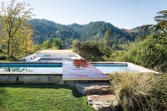 In the mountains of Napa Valley, the home of Tatwina and Richard Lee (designed by their son, architect Eliot Lee) makes the most of its spectacular setting.