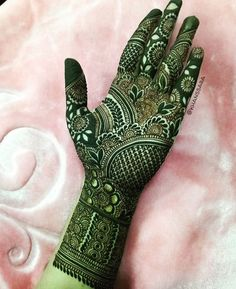 You can always lean on green. Green mehendi design for wedding. Full Hand Mehndi Designs, Indian Mehndi Designs, Mehndi Designs 2018, Modern Mehndi Designs, Mehndi Designs For Fingers, Wedding Mehndi Designs, Mehndi Design Pictures, Henna Tattoo Designs, Mehendi