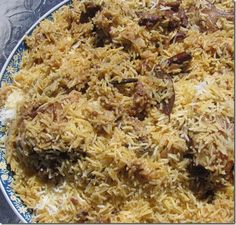 Sun Cuisine: How to make Kabsa . Middle East Food, Middle Eastern Dishes, Middle Eastern Recipes, Lebanese Recipes, Indian Food Recipes, Asian Recipes, Ethnic Recipes, Healthy Recipes, Ethiopian Recipes
