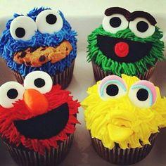 Sesame Street cupcakes + street sign with Ricky's name. On cupcake tower. Cookies Cupcake, Elmo Cupcakes, Cookie Monster Cupcakes, Cupcake Wars, Cupcake Cupcake, Big Bird Cupcakes, Boy Birthday Cupcakes, Giant Cupcake Cakes, Elmo Cake