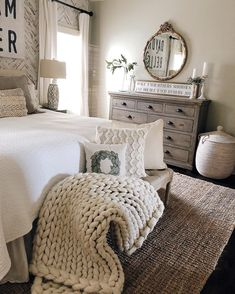 26 vintage bedroom decor ideas that not sacrificing the function for the sake of. 26 vintage bedroom decor ideas that not sacrificing the function for the sake of the style 12 Farmhouse Style Bedrooms, Farmhouse Bedroom Decor, Bedroom Rustic, Farmhouse Homes, Farm Bedroom, Antique Farmhouse, Bench In Bedroom, Beds Master Bedroom, Farmhouse Dressers
